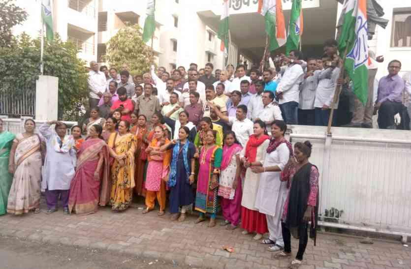 जीएसटी में बदलाव पर कांग्रेस ने मनाया जश्न