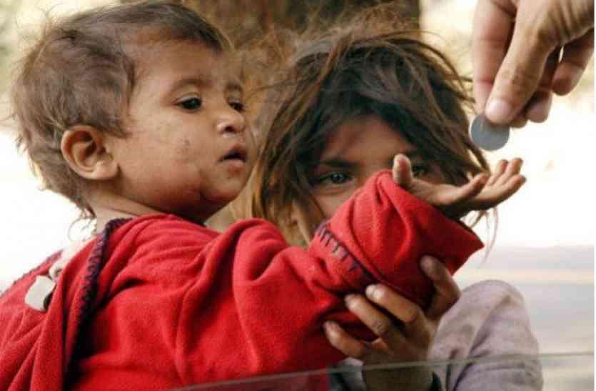 ये कैसा Childrens Day! राजधानी जयपुर में रोज 500 बच्चे मांग रहे हैं भीख,नशेड़ी मां-बाप ही छीन रहे अपने मासूमों का बचपन