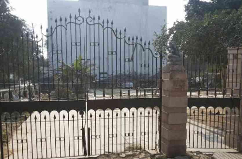 UP Nikay Chunav : भूत बंगले में भाजपा प्रत्याशी ने खोला चुनाव कार्यालय, रात में किया हवन