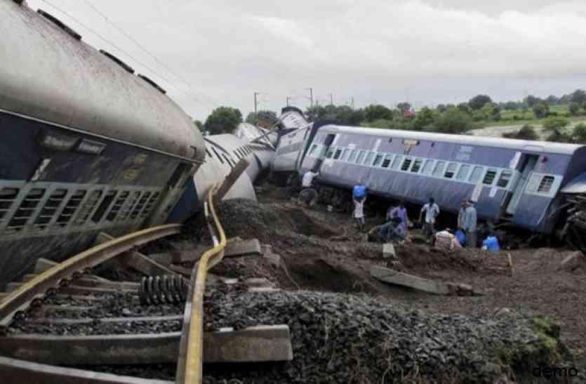 train derailed :  यहां ट्रैक से उतरे रेल के डिब्बे, भोपाल, दिल्ली जाने वाली ट्रेनें प्रभावित