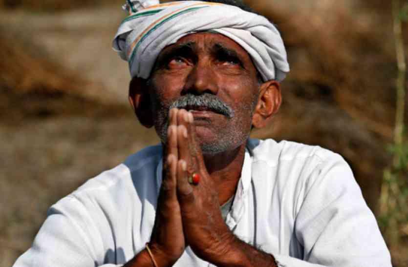 नहर में पानी नहीं, हो रही बातें किसानों की आय दुगनी करने की