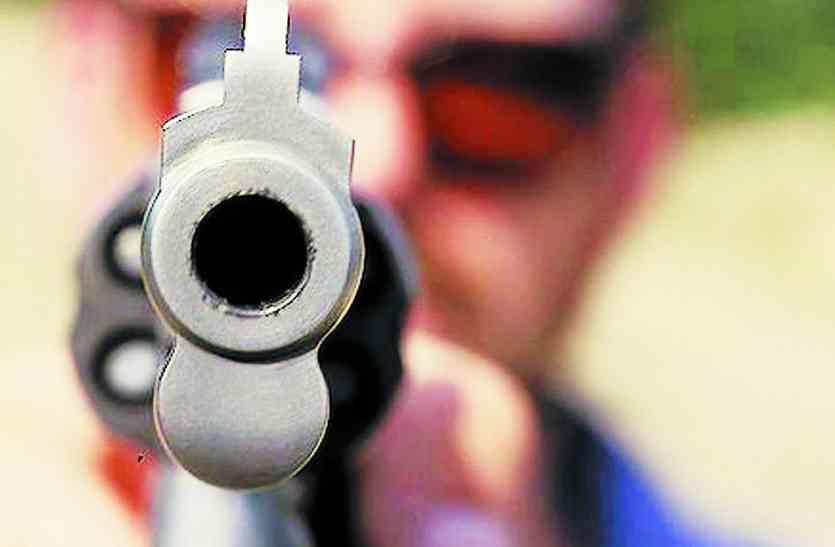 अवैध हथियारों से हो रही फायरिंग, पर सौदागरों का नहीं कोई सुराग