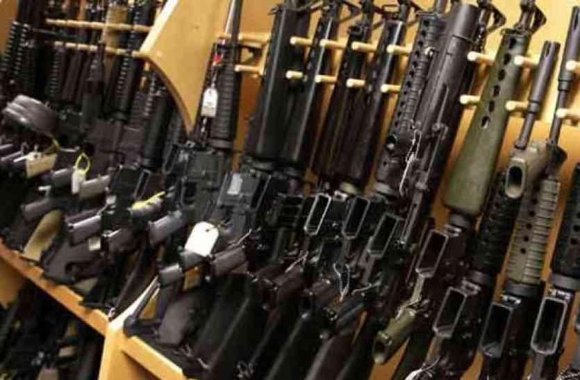 नक्सलियों और अपराधियों को बेच रहा था यूपी से खरीदा हथियार