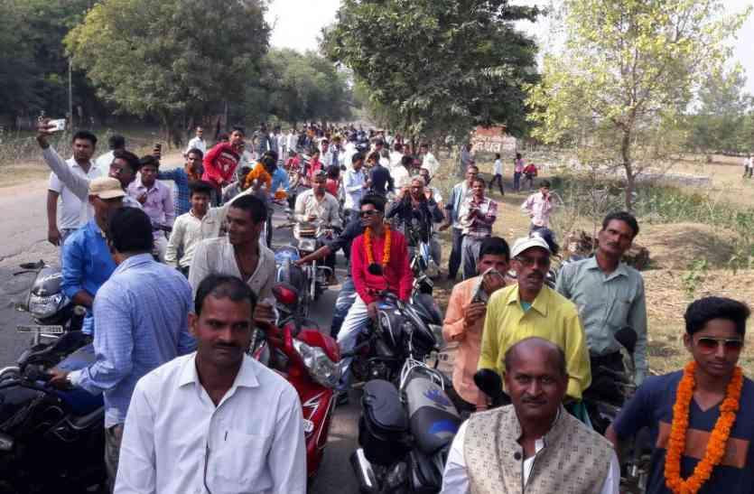 एक साथ एक संगठन में पिरोने के लिए पिछड़ा वर्ग ने निकाली मोटरसाइकिल रैली