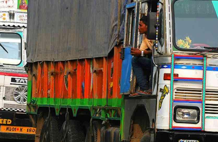 भारत नेपाल सीमा पर कस्टम को मिली बड़ी सफलता, आलू की आड़ में तस्करी का खुलासा
