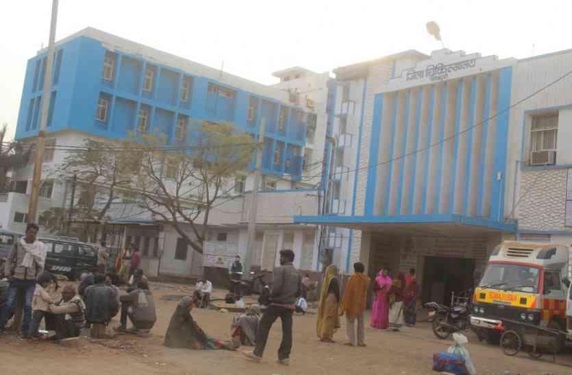 अस्पताल में बढ़ती चोरी की घटनाओं पर कलेक्टर ने सीएस को थमाया नोटिस