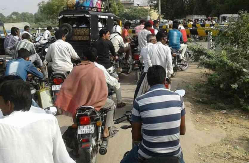 भीनमाल : हर 2 घंटे में रेलवे क्रॉसिंग पर 40 मिनट तक लग जाता है जाम