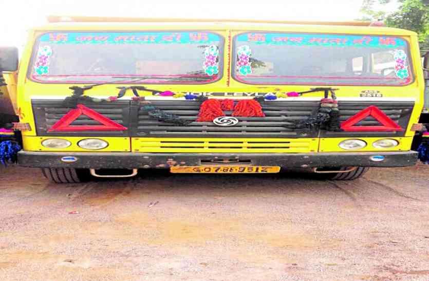 RTO अफसरों से मारपीट करने वाले संसदीय सचिव के भाई की फिर दो ट्रक पकड़ाई धमतरी में