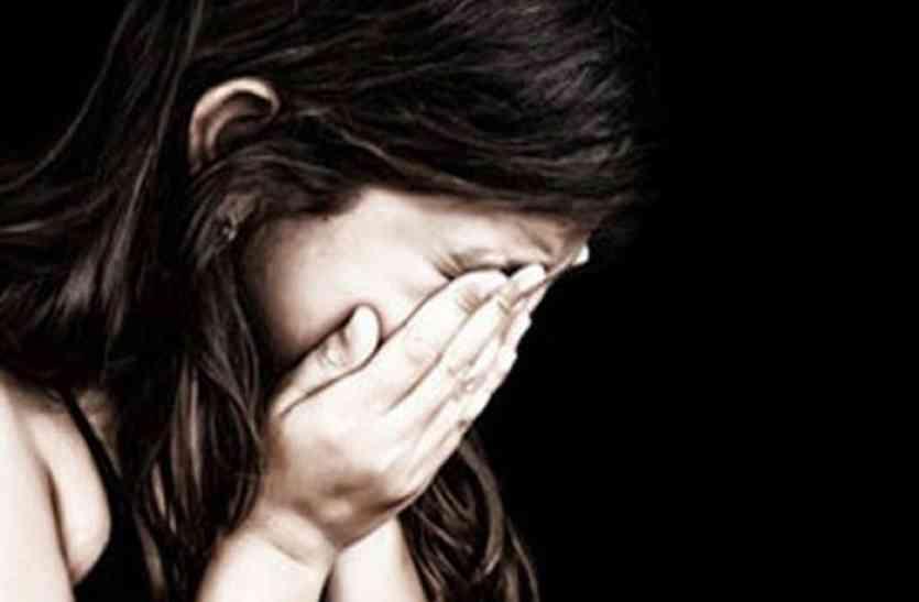 घर में लडक़ी को अकेला देख युवक ने दिखाई हैवानियत, हकीकत जान खौल उठा परिजनों का खून