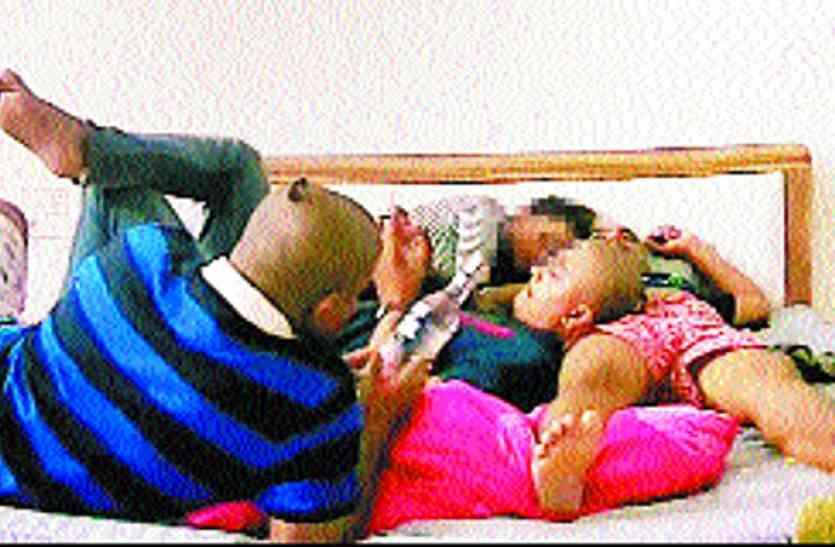 हार्दिक के दो और कथित वीडियो वायरल, तीन युवकों संग दिख रही युवती