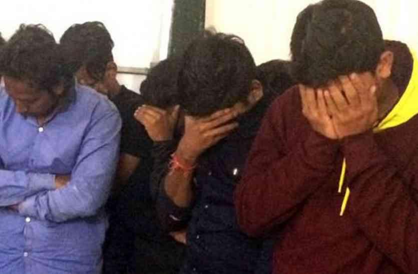 बीयर की महफिल मनाते वडोदरा के 12 युवक हिरासत में