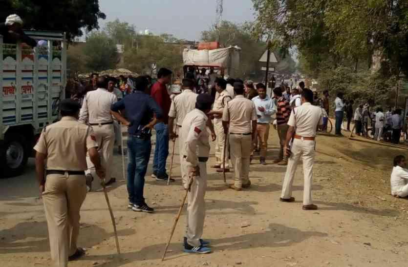 दो समुदाय में हुआ विवाद,पुलिस ने धारा 144 लगाई फिर भी लोगों ने मचाया उत्पात,ऐसे देखते रहे अधिकारी