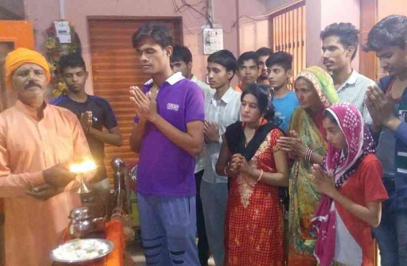 नवजात बेटी के लिए सालासर में नारियल बांधा तो घांघू जीणमाता मंदिर में आरती की
