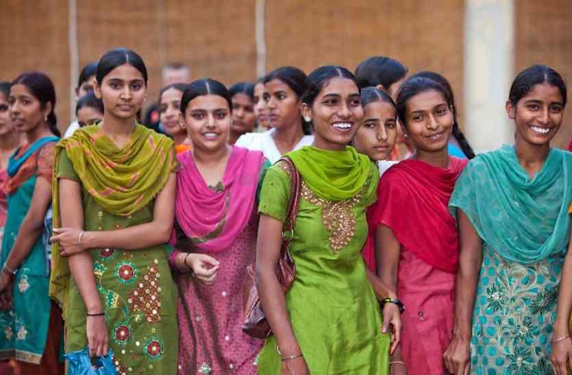 उदयपुर: सरपंच शिक्षा से संवार रही महिलाओं का भविष्य, ड्रॉप आउट महिलाओं को रोज दो घंटे पढ़ाती हैं पंचायत भवन में