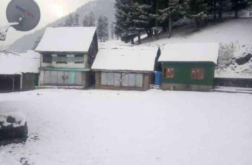 कश्मीर में हुई सीजन की पहली बर्फबारी, देखें धरती के स्वर्ग का खूबसूरत नजारा