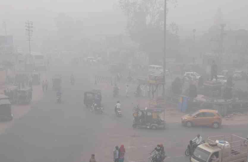 VIDEO : शेखावाटी में दिखा दिल्ली जैसा स्मॉग, घने कोहरे से आंखों में हो रही जलन, यहां पर बारिश भी हुई