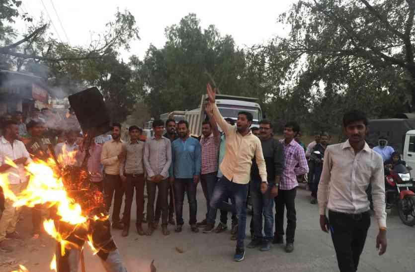 # Padmavati फिल्म रिलीज हुई तो नेताओं को छोडऩी पडेग़ी कुर्सी