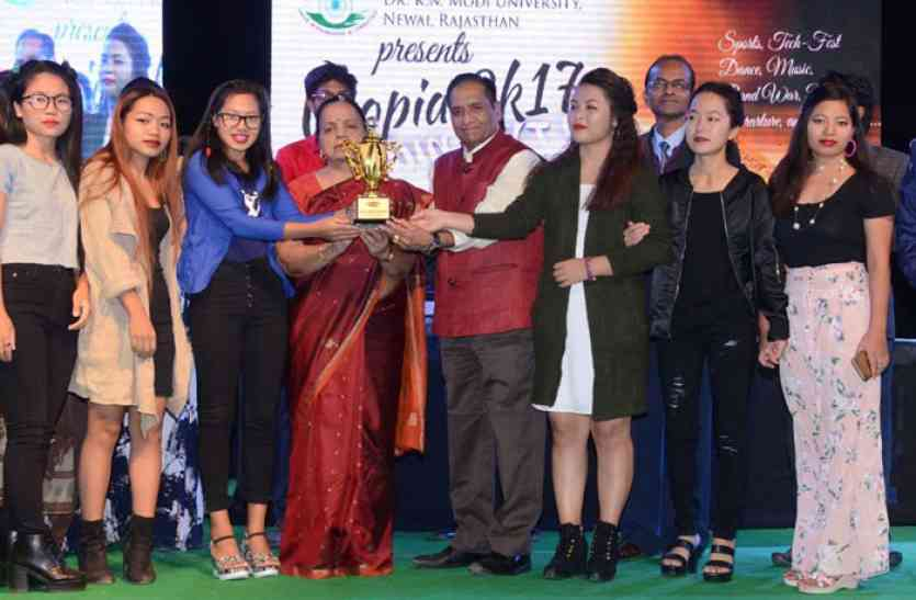 मोदी विश्वविद्यालय की टीमों ने प्रतियोगिताओं में लहराया परचम