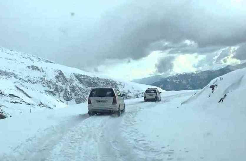 बर्फबारी के बाद जन्नत में तब्दील हुए हिमाचल और कश्मीर के पहाड़, देखिए तस्वीरें