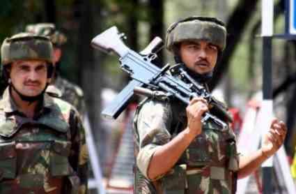 कश्मीर घाटी मे सेना को बड़ी कामयाबी, मुंबई हमले के मास्टरमाइंड लखवी के भांजे समेत 5 आतंकी ढेर