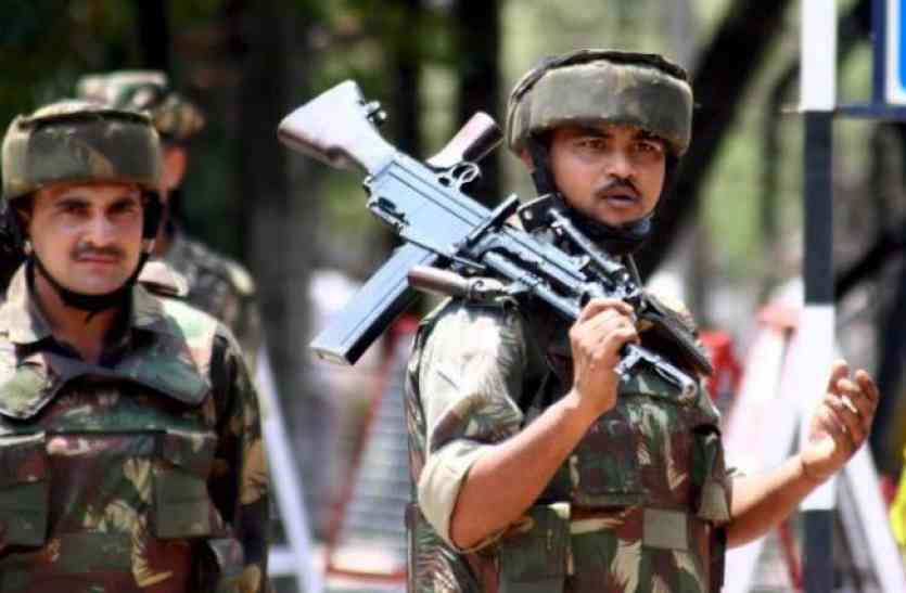 कश्मीर: मुंबई हमले के मास्टरमाइंड लखवी के भांजे समेत 6 आतंकी ढेर, एक कमांडो भी शहीद