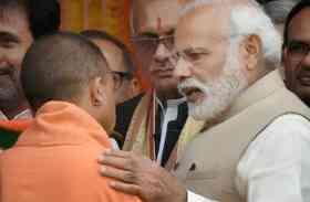 यूपी चुनाव के बाद भी नहीं बदला समीकरण, सीएम योगी पर भारी पड़ रहे पीएम मोदी