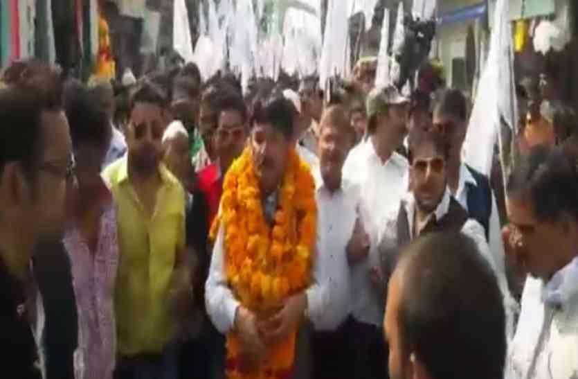 जूनियर नाना पाटेकर और शक्ति कपूर ने किया हमीरपुर में चुनाव प्रचार