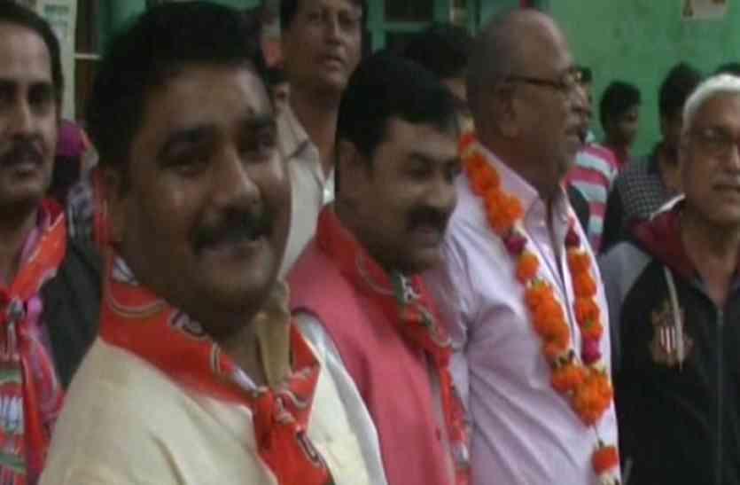 बड़ी खबर: सपा को लगा बड़ा झटका, पार्टी का यह कद्दावर नेता समर्थकों संग भाजपा में शामिल