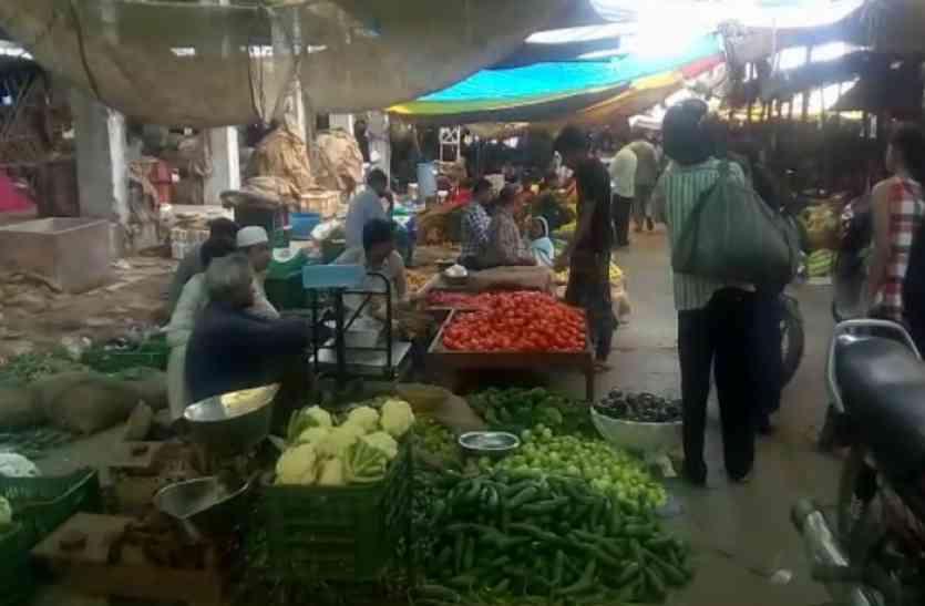 सब्जियों के बढ़े दाम से लोग परेशान, अभी नहीं मिलेगी राहत!
