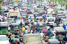प्रत्याशियों की रैली से ट्रैफिक जाम