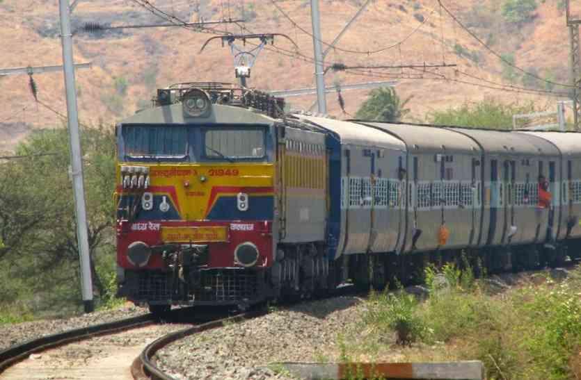 यात्रियों को परेशान करने में इंडिगो को टक्कर दे रहा है रेलवे, कौन बनेगा चैंपियन?