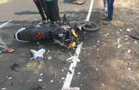 बाइक सवार को टक्कर मारकर दौड़ा रहा था बस,युवक ने फिल्मी स्टाइल में पकड़ा चालक