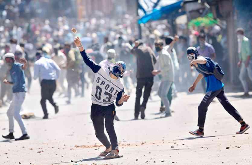 कश्मीर के युवाओं को सही रास्ते पर लाने की कवायद, पत्थरबाजों के 4500 केस होंगे वापस