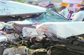 खड़ी बस में कार ने मार दी टक्कर, फिर क्या हुआ