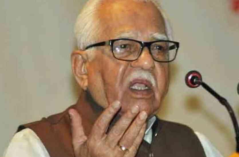 निकाय चुनाव मतदान पर राज्यपाल राम नाईक का बयान, कहा- कम वोटिंग के लिए ईवीएम जिम्मेदार