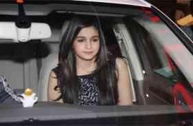 आलिया भट्ट ने खरीदी 2 करोड़ रुपए की लग्जरी कार, देखें वीडियो
