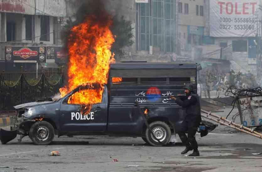 भारी प्रदर्शन से बौखलाया पाकिस्तान, भारत को ठहराया हिंसा के लिए जिम्मेदार