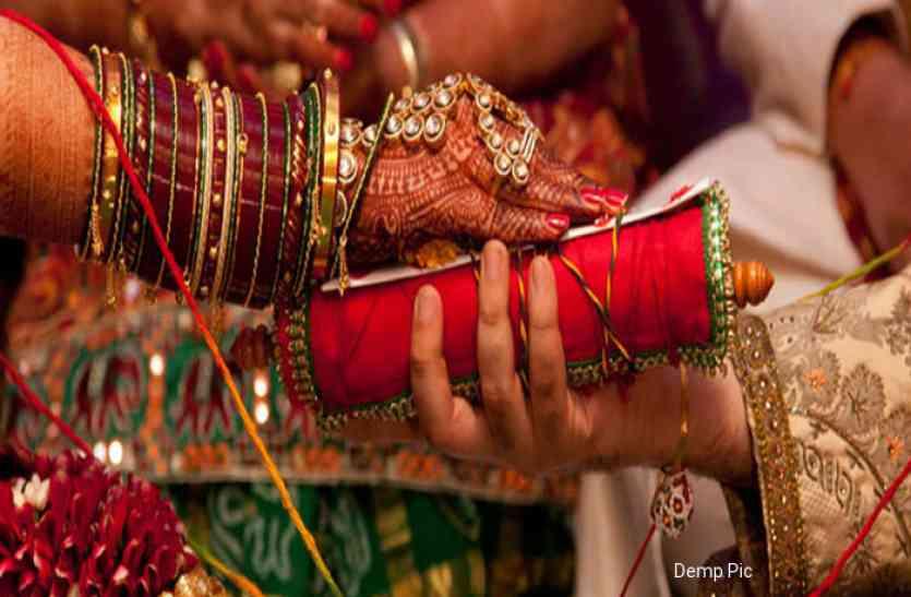 लड़के की शादी में दहेज ना लेकर किया ये काम, तो इस अनूठे पहल में ग्रामीणों ने भी दिया अपना साथ