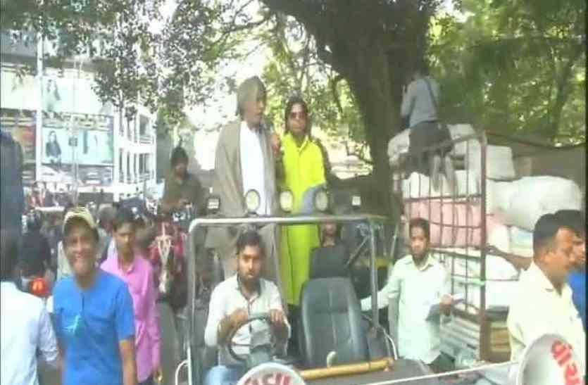 गुजरात चुनाव: कांग्रेस का प्रचार कर रहे शोले के किरदारों को उठा ले गई पुलिस