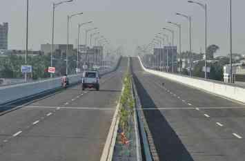 smart city in india : सड़क चौड़ीकरण के बाद भी वाहनों के निकलने के लिए रहेगी सिर्फ 20 फीटी जगह, ऐसी बनेगी पहली स्मार्ट रोड