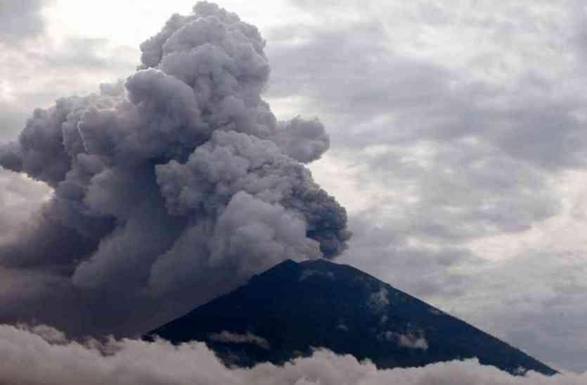 बाली के कई इलाके राख से ढके, फिर से खुला एयरपोर्ट