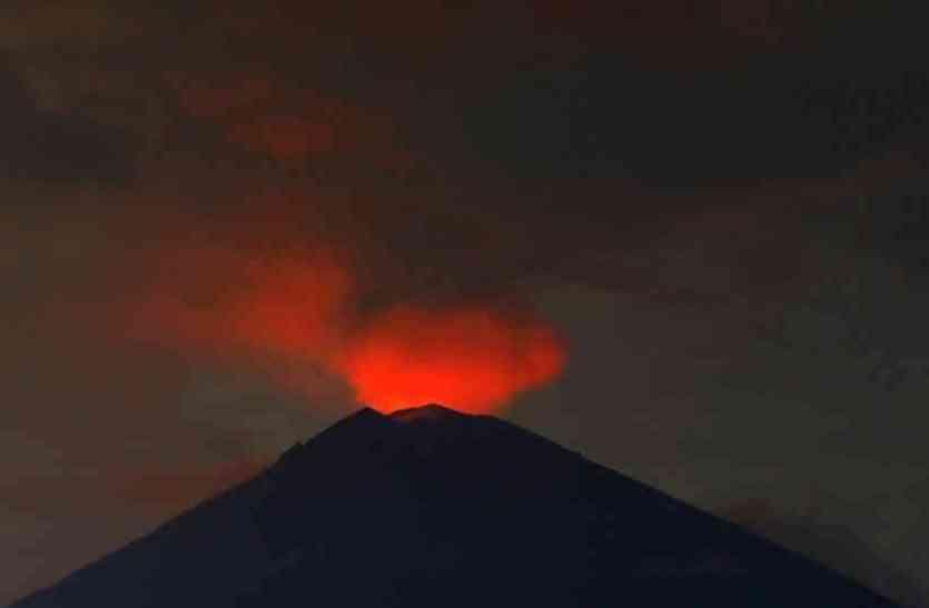 नहीं शांत हुआ ज्वालामुखी, लोम्बोक में एयरपोर्ट फिर से हुआ बंद