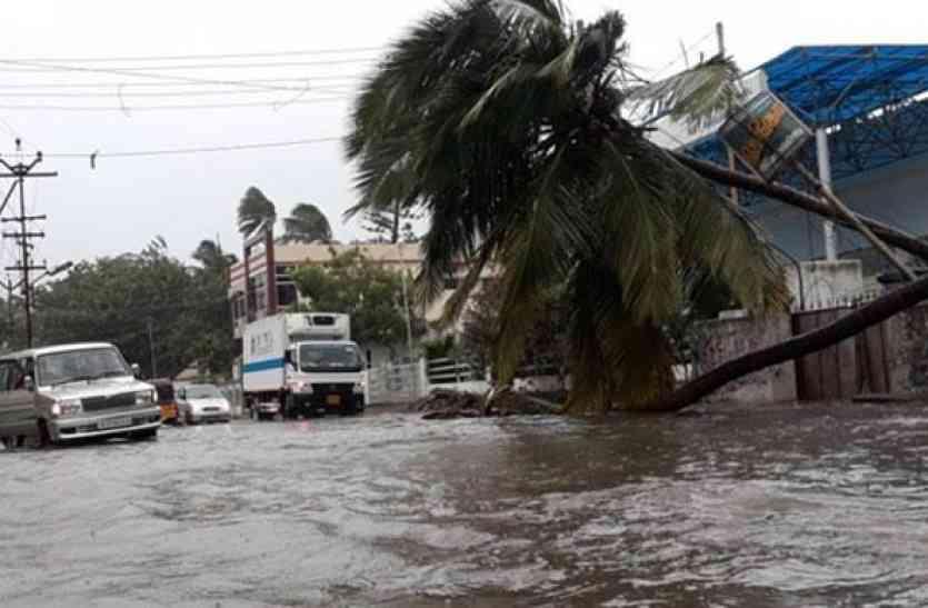 ओखी तूफान का तांडव: तमिलनाडु और महाराष्ट्र में भारी बारिश, गुजरात में अलर्ट