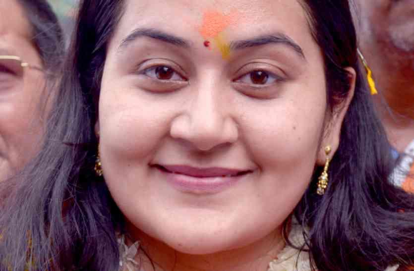VIDEO: भाजपा की जीत पर कांग्रेस का फूटा गुस्सा, मेयर प्रत्याशी डौली शर्मा ने सीओ को धमकाते हुए कहा शटअप