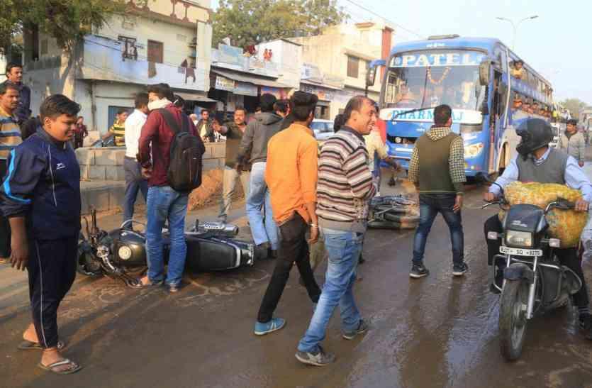उदयपुर में यहां एक के बाद एक फिसले कई वाहन, संभलने तक का नहीं मिला मौका