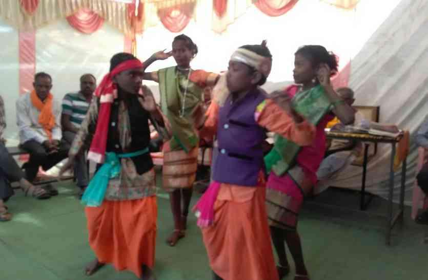 बच्चों ने सांस्कृतिक कार्यक्रम में दी आकर्षक प्रस्तुति