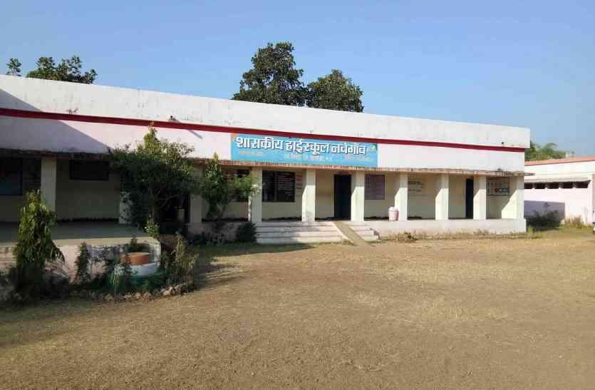 13 किमी दूर हायर सेकंडरी स्कूल