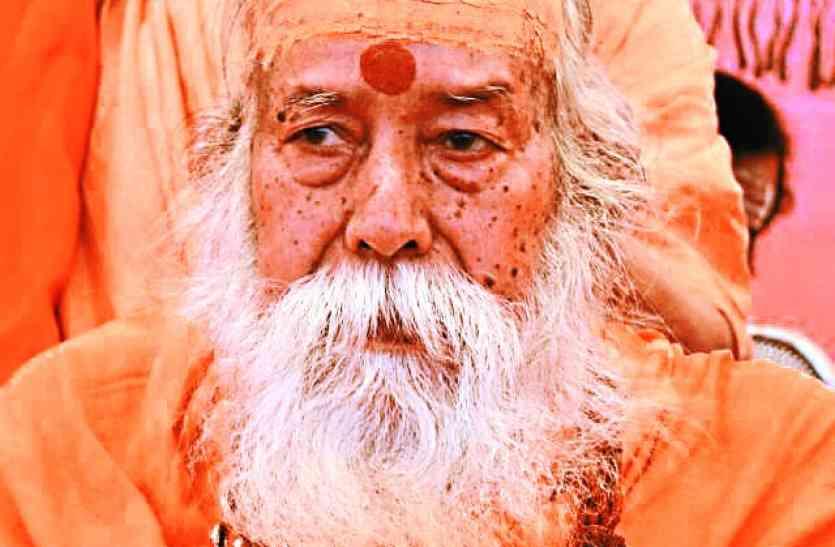 हमारी धार्मिक विरासत के खिलाफ षड्यंत्र रचा जा रहा है : स्वरूपानंद महाराज