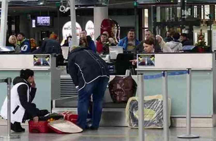 एयरपोर्ट पर बही आंसुओं की धारा, पत्नी के लिए शख्स लेकर जा रहा था ऐसी चीज़ जिसे देख रो पड़े पुलिसकर्मी