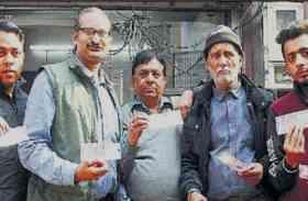 SBI और Axis Bank ATM से निकले 2000 के कटे नोट